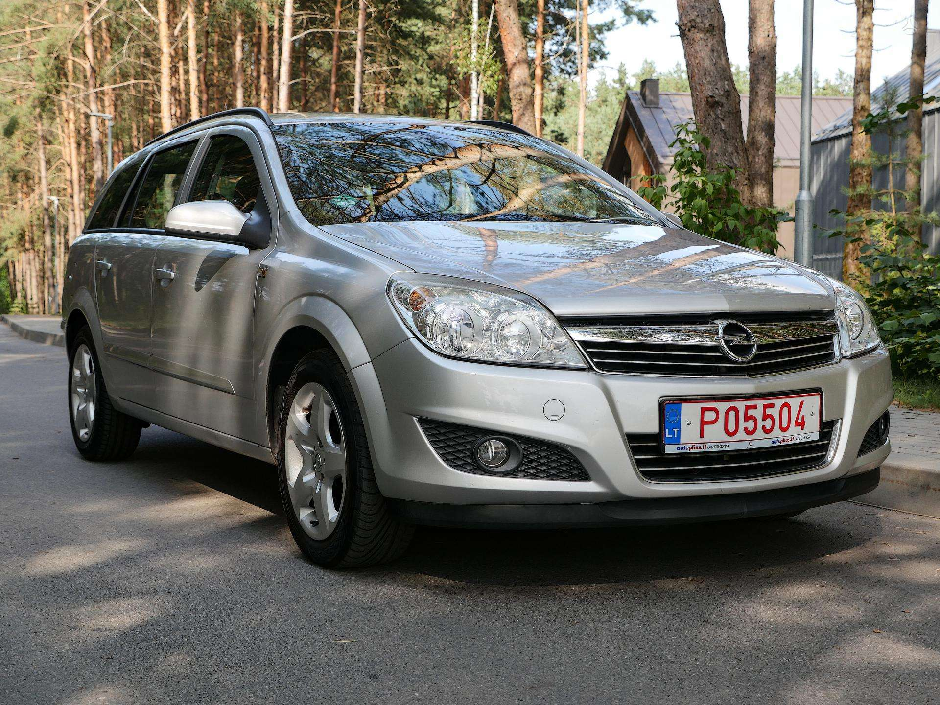 Opel Astra Išsimokėtinai nuo 62Eur/Mėn su 3 mėnesių garantija